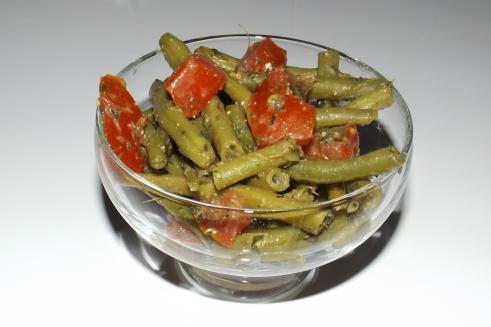 Salade de haricots verts, tomates et pesto de plantain