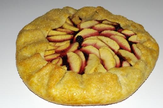 Tarte rustique aux pommes et aux mûres