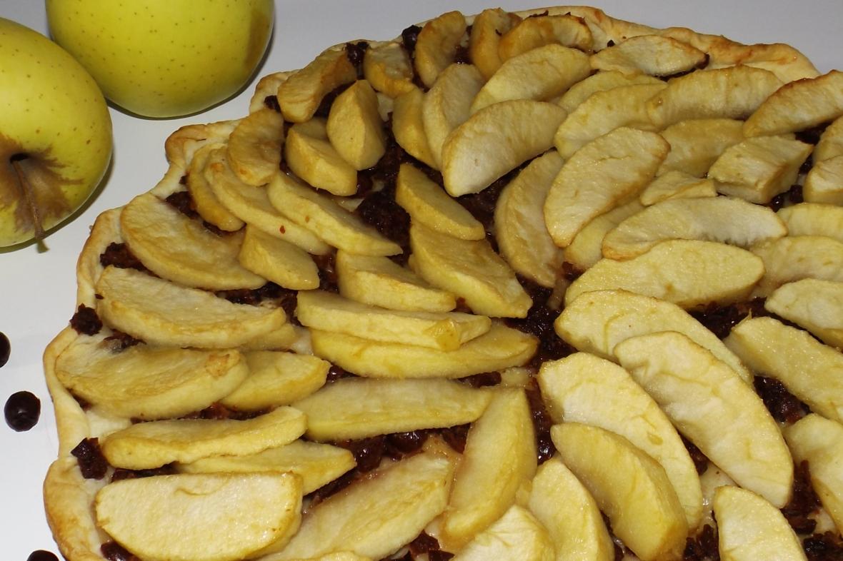 Cette image a un attribut alt vide; le nom du fichier est tarte-aux-pommes-et-aux-cenelles2.jpg