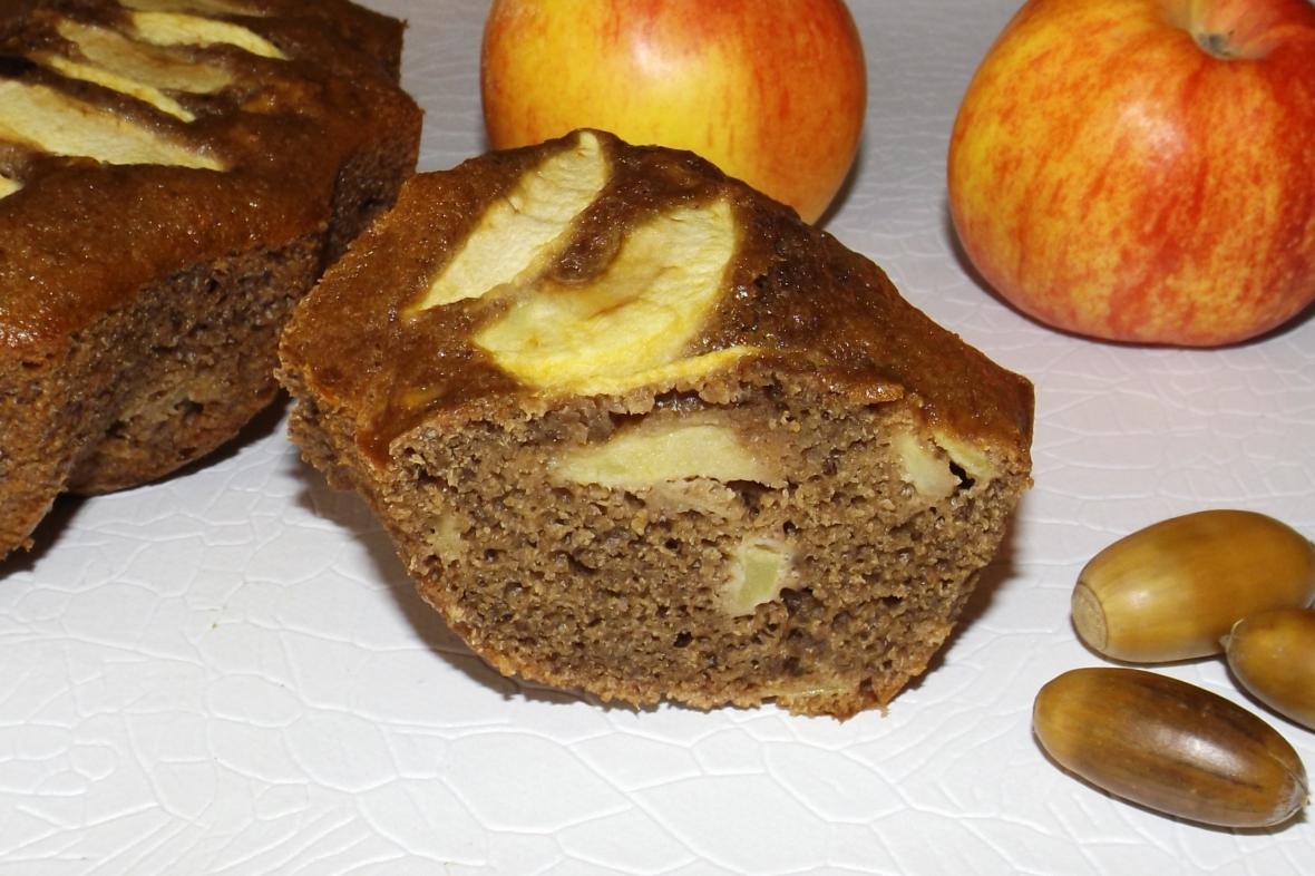 Cette image a un attribut alt vide; le nom du fichier est moelleux-aux-pommes-et-aux-glands.jpg